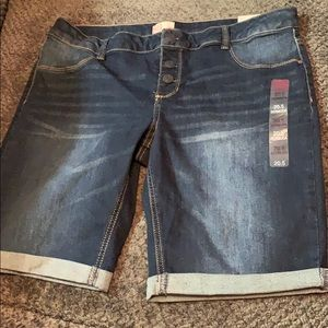 Authentic American Heritage rolled up shorts